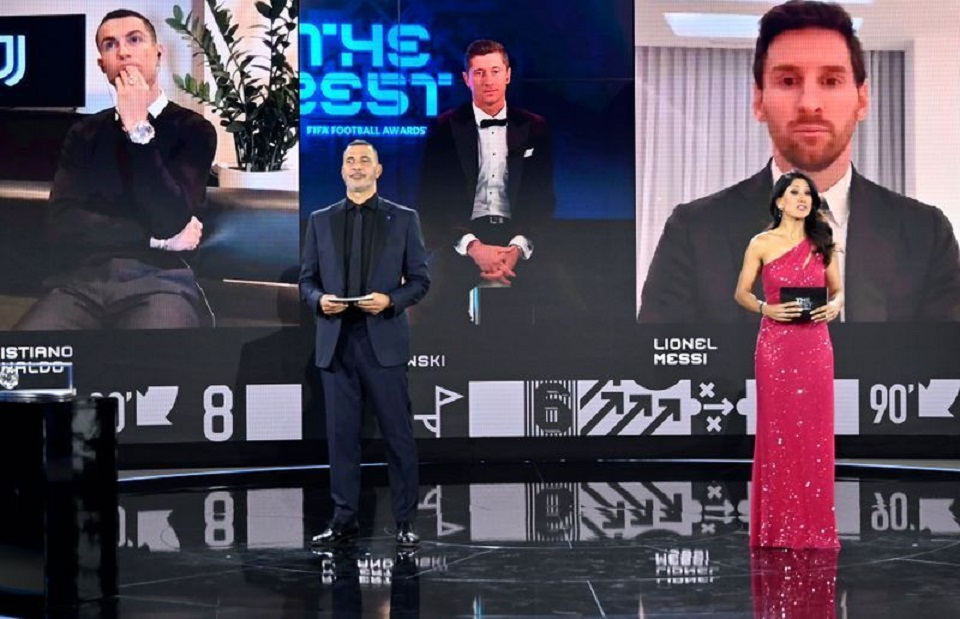Lewandowski Beats Messi And Ronaldo to FIFA Best Player Award